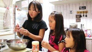 父の日に手作り餃子で父をもてなす三姉妹 thumbnail