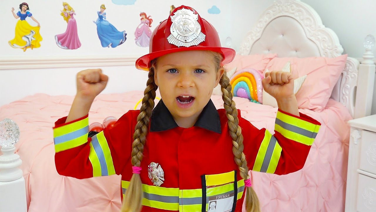 Diana Pretend Play Firefighter & Helps Dad