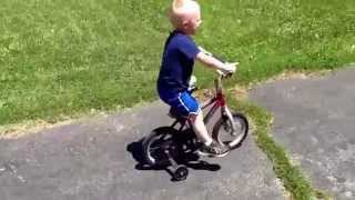 LEARNING TO RIDE A BICYCLE - NOAH RIDES WITH TRAINING WHEELS
