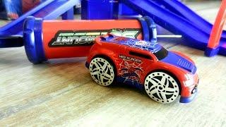 Машина Человека - Паука. Видео с игрушечными машинками(Смотрите видео с игрушечной машинкой человека - паука. Она расскажет, чем занимается, какая трасса у нее..., 2016-07-20T03:00:00.000Z)