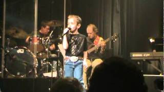 "Cute 7 yr old Maddox Ross impresses with the ""The Shake"" by Neal Mccoy"
