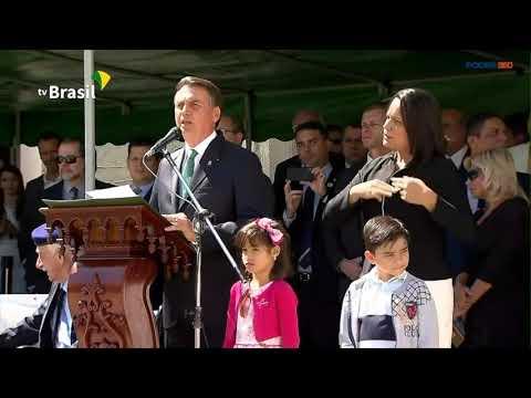 Bolsonaro participa de solenidade na Aman (RJ)