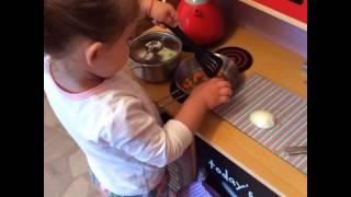 Мандаринка готовит супчик. Кулинарные уроки. Дети готовят. Супчик. Маленький повар.