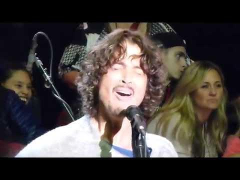 Soundgarden BURDEN IN MY HAND Live Acoustic @ Bridge School Benefit Shoreline Mountain View 10-25-14