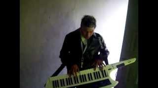 El Perro un par de temitas con el teclado