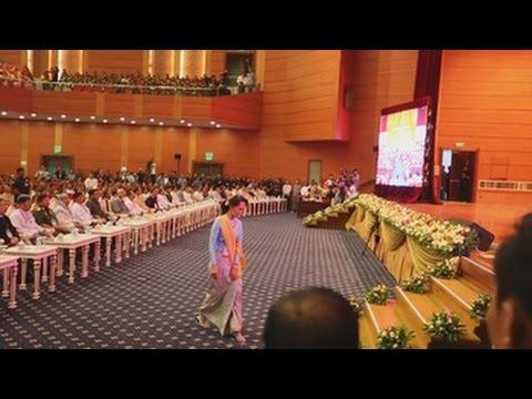 Suu Kyi pide confianza y sabiduría a las minorías étnicas para encauzar el proceso de paz
