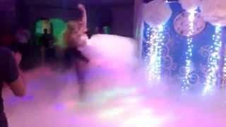 Первый свадебный танец в облаках. Тяжёлый дым, конфетти Чебоксары(Все... Ради одного момента... Тяжелый дым - потрясающий эффект низко стелющегося дыма, очень похожий на потоки..., 2015-07-15T10:02:00.000Z)