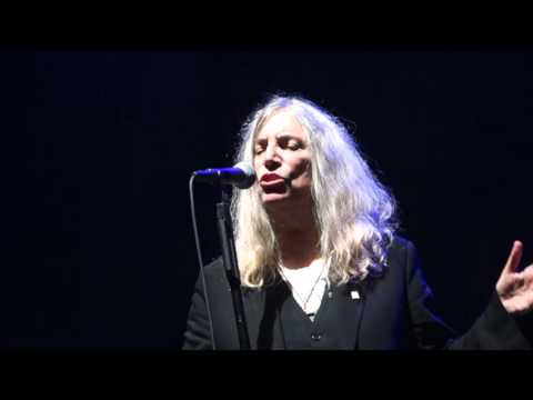 Patti Smith   Because The Night  Olympia  20 10 2015