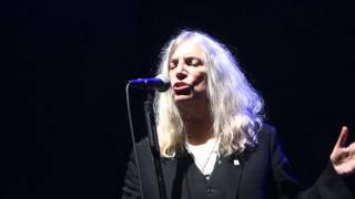 Patti Smith -  Because The Night - Olympia - 20 10 2015