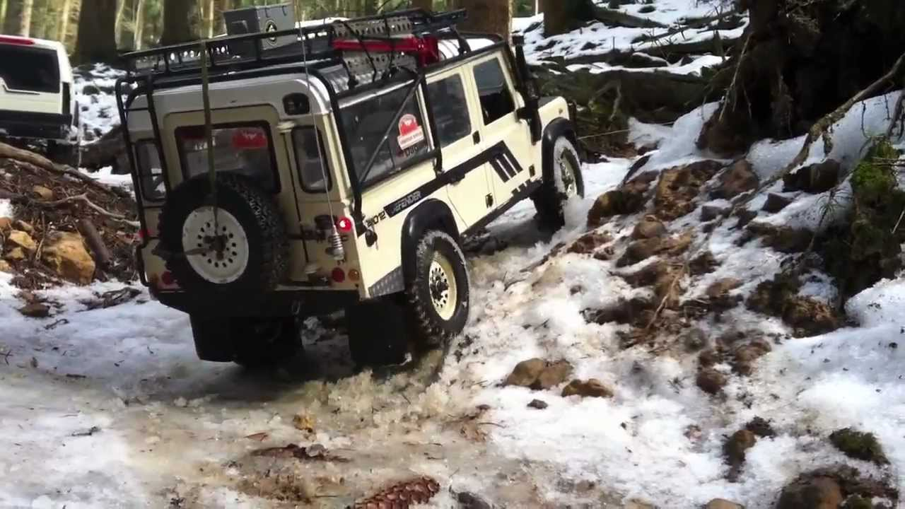 RC Land Rover Defender 110 Offroader vs RC Land Rover Discovery SUV