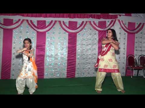 dance performance Cute munda Mom and Daughter