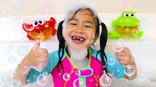 목욕노래| 동요&어린이노래부르는역할놀이를하는제니– 장난감과색상