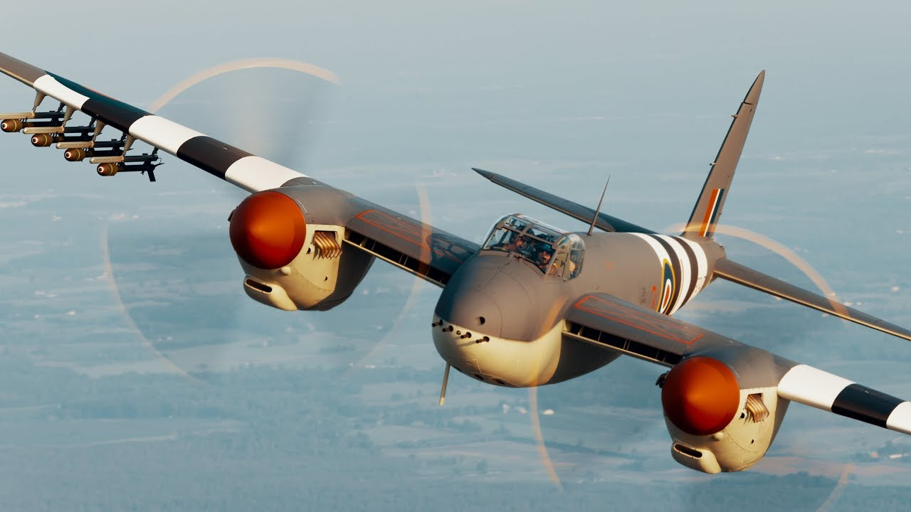 de Havilland Mosquito: Oshkosh 2019 - YouTube