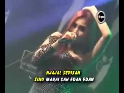nella-kharisma-ra-kuat-mbok-dangdut-koplo-hot