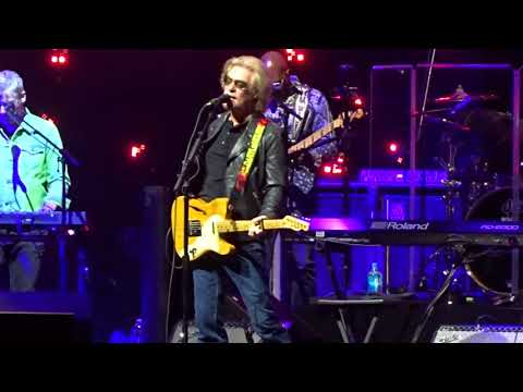 Hall & Oates - Out Of Touch - live - Staples Center - Los Angeles CA - September 15, 2017