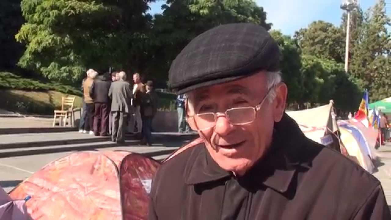 """Dedicație pentru un politician: """"Mihai Ghimpu trădător"""""""