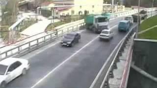Drastyczny wypadek spowodowany przez Policyjny radiowóz( LIVE WIDEO)