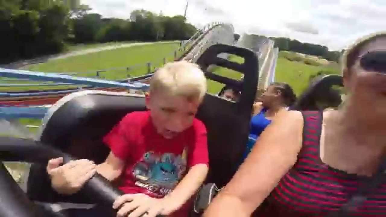 6-Year Old Rides 105-Foot Roller Coaster at Six Flags For The 1st ...