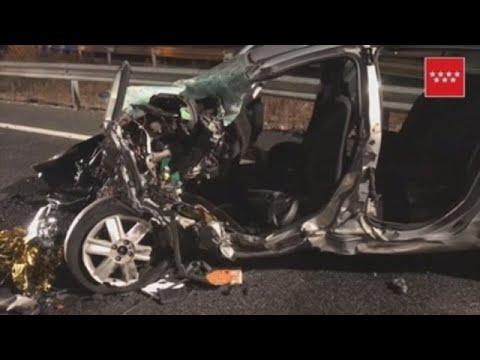 Dos fallecidos tras choque frontal de vehículos en España