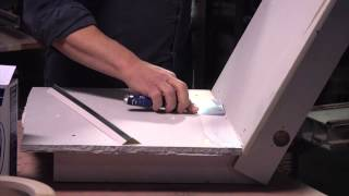 Tips for Spackling an Angled Corner : Home Improvement Help