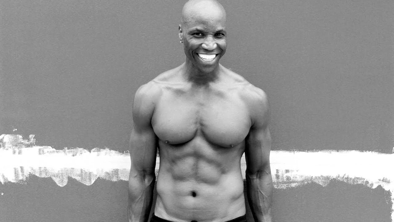 ejercicios para sacar pecho sin pesas