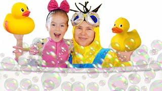 Bath Song + More Nursery Rhymes & Kids Songs