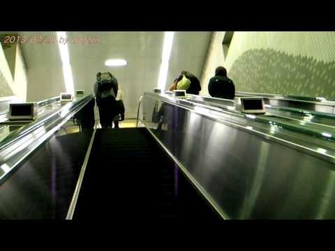 japan-trip-2013-tokyo-subway-toei-Ōedo-line-nakai-station-long-escalator-53