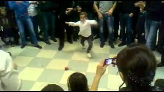 Учитесь парни как правильно танцевать лезгинку,маленькая девочка зажгла от души(, 2014-03-02T16:01:43.000Z)