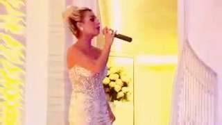 اخت العروسة تغني لها روووعة ♥