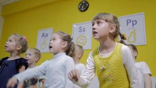 Программа Step by Step English предназначена для детей от 3 лет