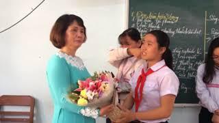 Tiết học cuối cùng ... Giờ phút chia tay Cô giáo Nguyễn Thị Bình về nghỉ hưu theo chế độ .