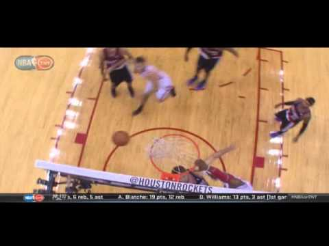 Dwight Howard dunks on Joel Freeland