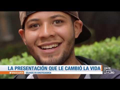 Venezolano que cantaba en las calles de Bogotá fue invitado por el vocalista de Camila a México