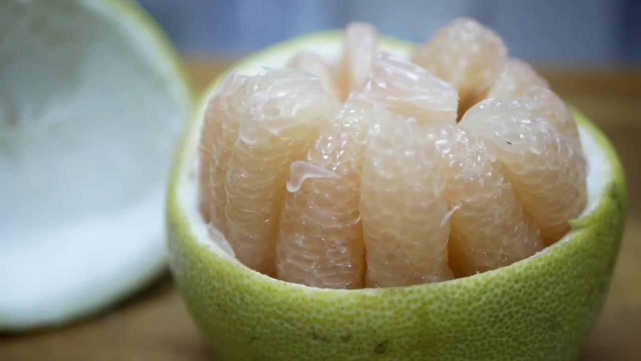 【柚子盅—中秋節必玩的老梗 剝柚子肉的技巧小提示】 - YouTube