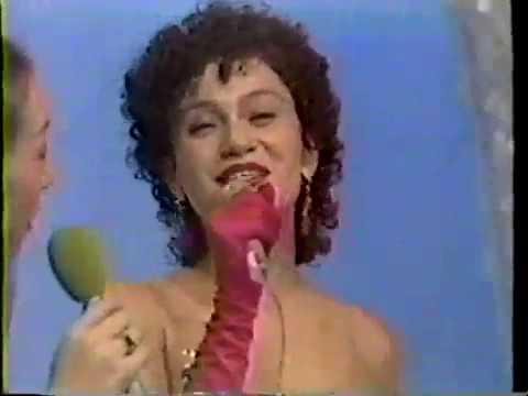 Tania Alves canta