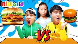맥도날드 해피밀 박스 안에 무엇이 들어있을까? 리원이와 퍼니키즈의 햄버거 스퀴시 장난감 놀이 Funny Mcdonald hamburger Eating show