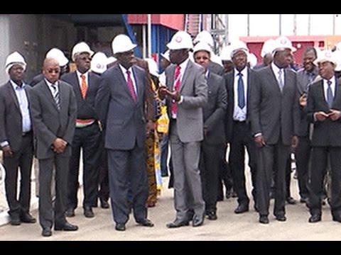 Le Président du Burkina Faso Michel Kafando visite le complexe thermique d'Azito