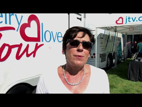 Jewelry Television unveils Jewelry Love Tour bus