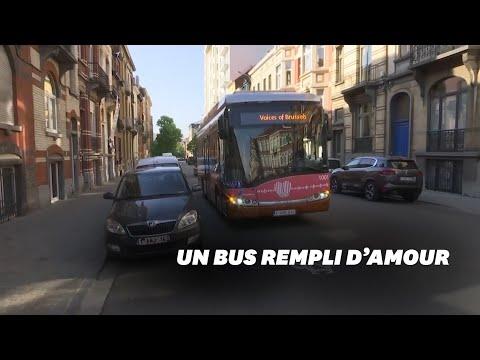 Confinement: à Bruxelles, ce bus diffuse les messages des proches