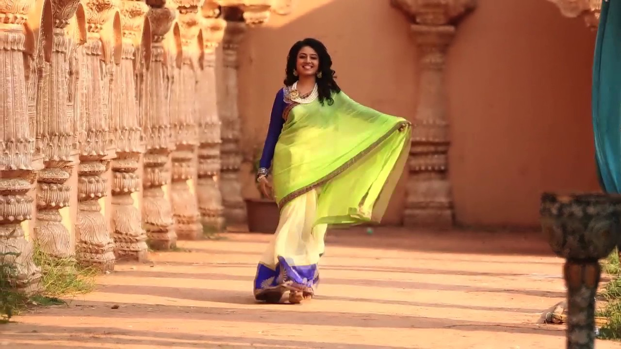 EK RANGE SAREE - Paridhi Sharma - YouTube