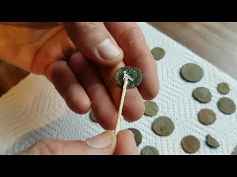 How Graeme from Unearthed cleans his bronze roman coins