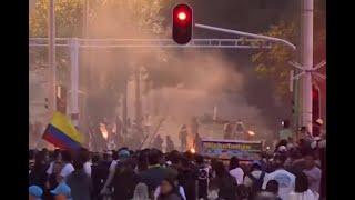Cinco policías y 14 estudiantes, heridos en enfrentamientos después de marcha pacífica en Medellín