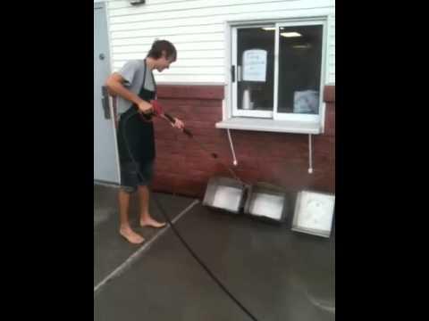 How deep clean a fryer