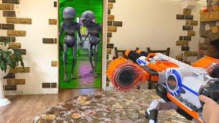 Nerf War dad with son against aliens нерф вар  папа с сыном против пришельцев