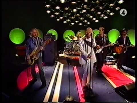 R.E.M -Leaving New York (live)