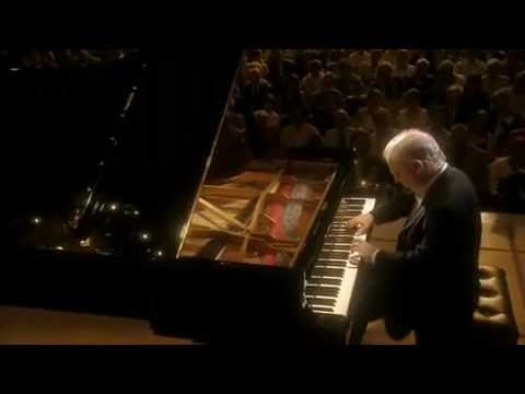 Barenboim plays Beethoven