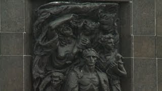 Bells toll for Warsaw ghetto uprising 70 years on