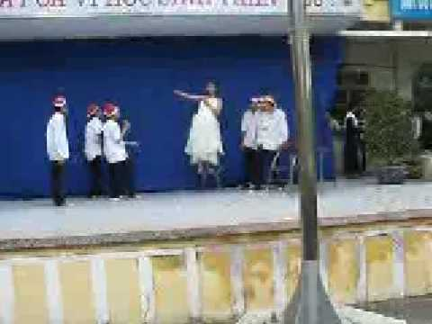 Bạch Tuyết thời hiện đại lớp 10A6 Trường Cao Bá Quát - Trâu Quì -Hà Nội