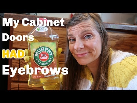 Restoring the SHINE on Kitchen Cabinet Doors with Murphy Oil Soap