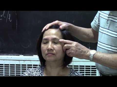 Đo đường trên mắt và day 7 huyệt chữa các bệnh về mắt.
